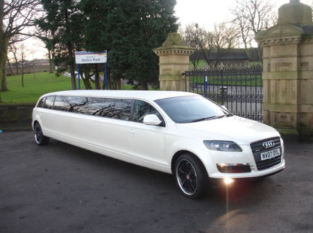 Audi on Chauffeur Stretch Silver Audi Q7 Limo Hire In Nottingham  Derby